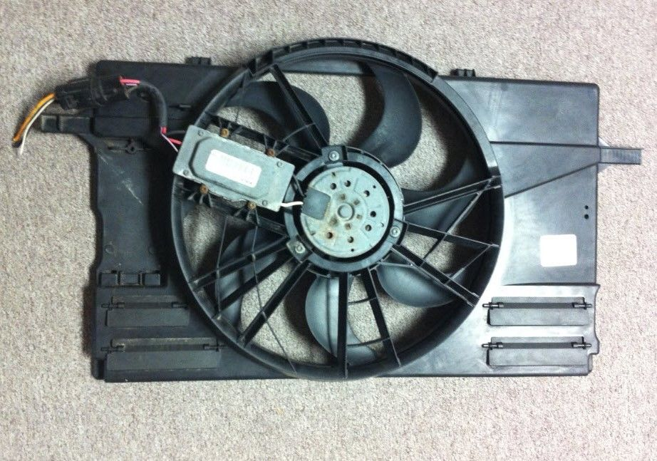 OEM Volvo 0130303929 BOSCH Condenser Fan Assembly