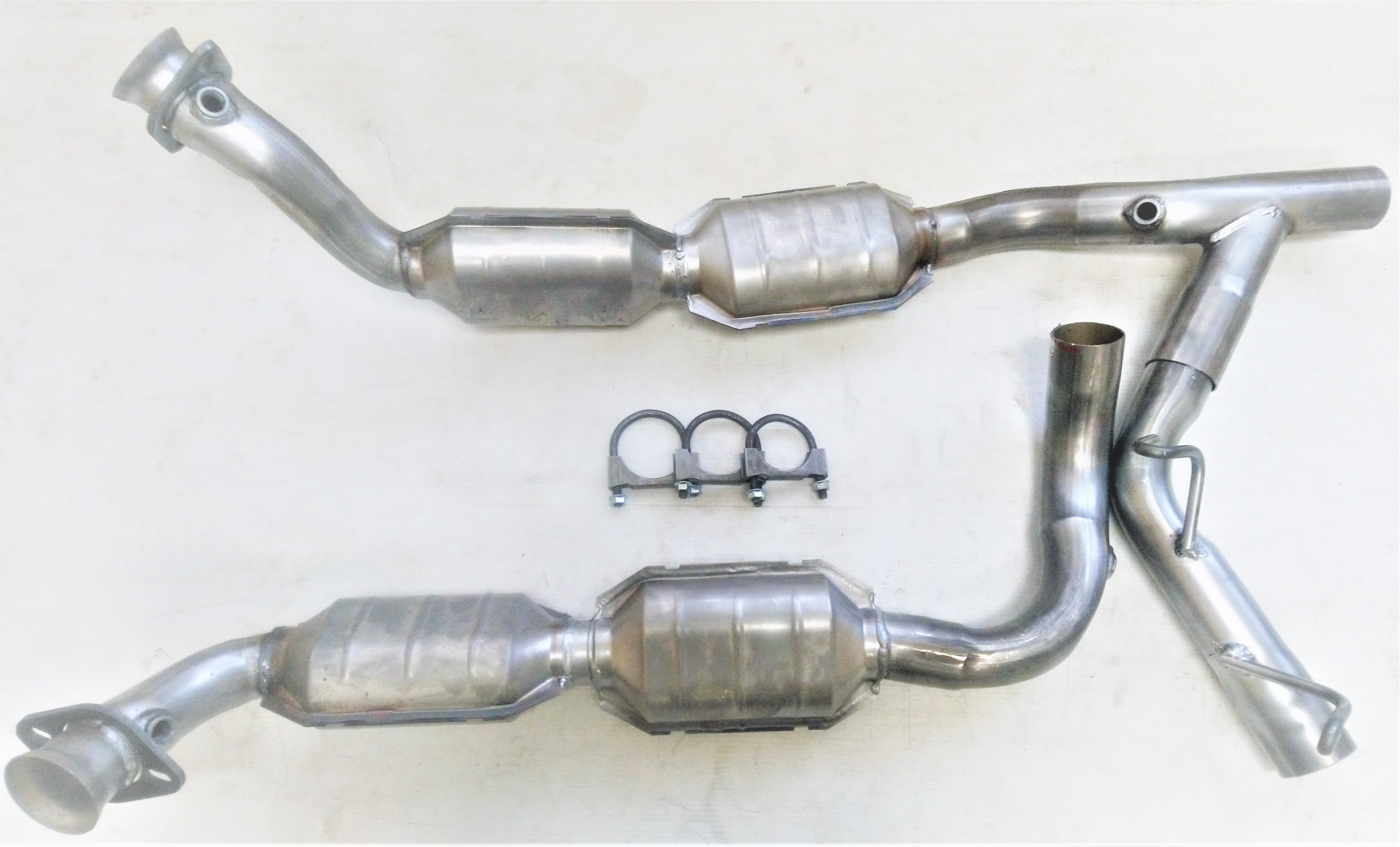 Catalytic Converter Compatible with 1997-1998 Ford F-150 4WD Passenger Side